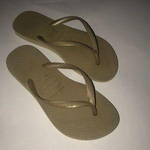 Girls Havaianas Flip Flops size 3/4Y
